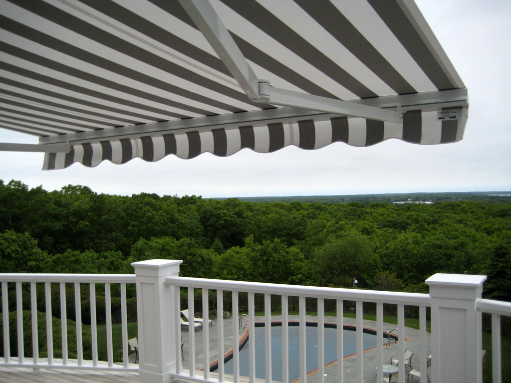 Retractable-lateral-arm-awning-12
