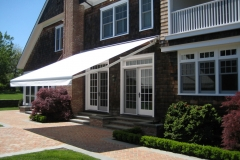 Retractable-lateral-arm-awning-2